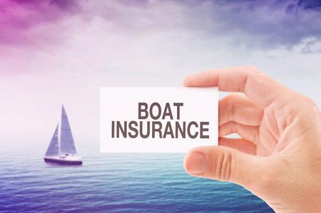 chaloupe: Bateau d'agent d'assurance de portefeuille de carte de visite, Bateau � voile sur Open Sea en arri�re-plan.
