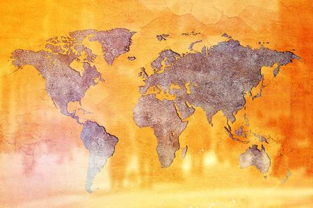 población: Población Mundial Concept, la Tierra en forma de grieta en la pared amarilla y siluetas de personas.