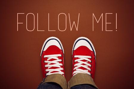 juventud: S�gueme Solicito concepto de redes sociales en Internet con la Persona Joven en Red Sneakers de Arriba.