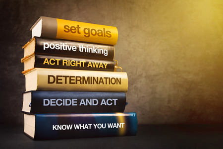 concept: Six étapes pour réussir en affaires Littérature, Mastering Concept de gestion avec la pile de livres publiés.