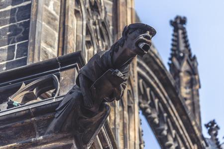 gargouille: Gargouille Statue sur la cathédrale Saint-Guy à Prague Château de Hradcany, Retro Image teintée