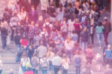multitud de gente: Antecedentes generales de Opinión Pública de Blur, Vista cenital con Población Atestado irreconocible fuera de foco borroso Multitud de personas en Calle principal, vintage Imagen virada.