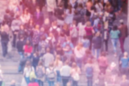 menschenmenge: General Public Opinion Blur Hintergrund, Luftaufnahme mit erkennbare Beengt Bevölkerung unscharf, Blurred Menge der Leute auf Hauptstraße, Weinlese Getönt.