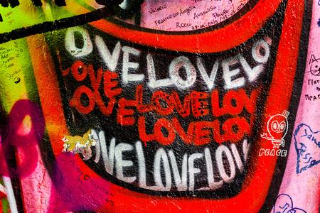 music lyrics: PRAGA, REPÚBLICA CHECA - 21 DE MAYO, 2015: Los labios la sonrisa del amor Pintada en famoso Muro de John Lennon en la isla de Kampa en Praga llena de Beatles inspirado graffiti y letras desde los años 1980.