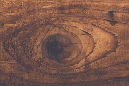 duramen: Tonos retro nudo de madera rústica en el tablón aok textura, utiliza la tabla de madera manchada con anillos de crecimiento Foto de archivo