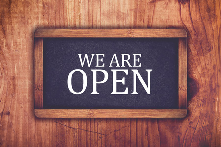 We are open shop message board, retro toned chalkboard rustic oak wood store door Banque d'images