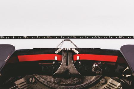 maquina de escribir: Viejo detalle de la m�quina de la m�quina de escribir con papel como copia espacio para el texto, la imagen en tonos retro Foto de archivo