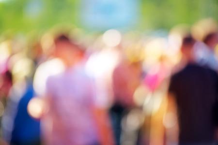 Blur crowd of people at public outdoors place or gathering, social event background, vivid colors, defocus image. Standard-Bild