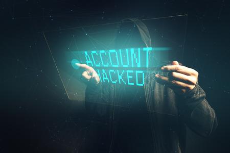 datos personales: Cuenta de correo hackeado banco, pirata inform�tico irreconocible recogida de datos personales, el concepto de crimen cibern�tico internet. Foto de archivo