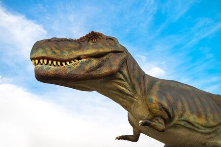 tiranosaurio rex: Novi Sad, Serbia - 28 de abril, 2016: Tyrannosaurus rex modelo de tamaño natural del animal prehistórico en el entretenimiento dinosaurus tema de Dino Park, Novi Sad, Serbia. T-Rex era uno de los mayores carnívoros terrestres de todos los tiempos.
