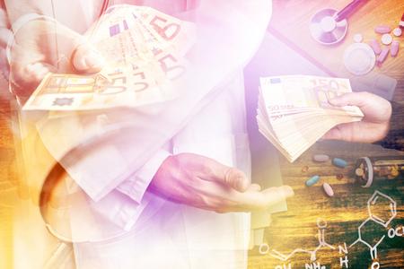 corrupcion: La corrupción en la industria de la salud, la imagen de varias capas con suministros de oficina en general médico. Foto de archivo