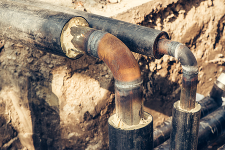 Maintenance of industrial pipes for heating water transport, reconstruction of the system Imagens - 65402108