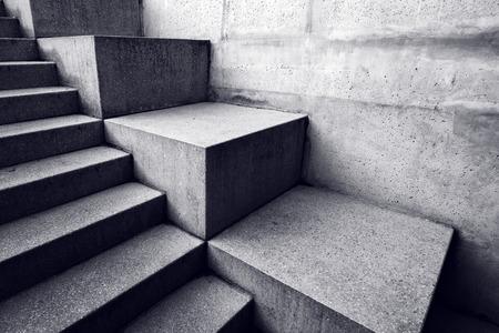 forme: escalier en béton urbain, abstrait architectural, aux lignes minimalistes et des formes avec la lumière et de l'ombre Banque d'images