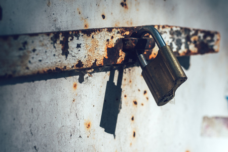oxidize: Old padlock, close up with selective focus Stock Photo