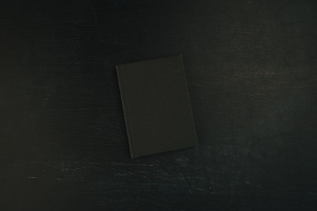 Top view flat lay black notebook on dark background, stylish diary or textbook with mock up copy space 版權商用圖片