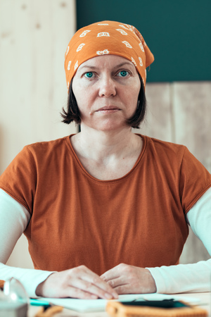 Portrait of confident female carpenter wearing headscarf bandana in small business woodwork workshop 写真素材 - 118586295