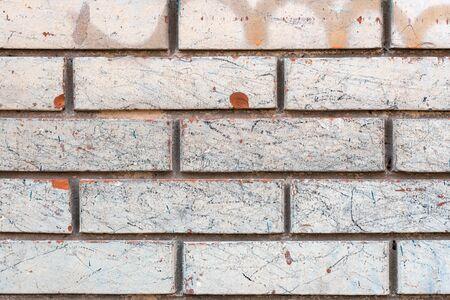 Weathered white brick wall background, shabby messy urban pattern texture Zdjęcie Seryjne