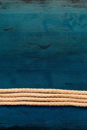 Rope and grunge wood background with copy space Zdjęcie Seryjne