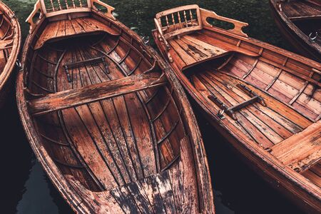 Wooden dinghy rowboat on lake Bohinj in morning in Ribcev laz, Slovenia Stockfoto - 134791764