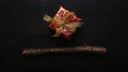 Gift box flat lay top view with copy space on dark wooden background Banco de Imagens
