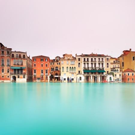 exposición: Gran Canal de Venecia en una larga exposici�n de la fotograf�a del Gran Canal es el canal de agua m�s grande e importante en Venecia Foto de archivo