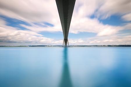 Normandiebron över floden Seine lång exponering fotografi Le Havre, Frankrike På franska Pont de Normandie