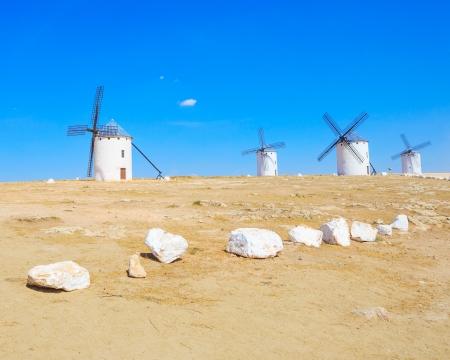 don quijote: Cuatro molinos de viento, Campo de Criptana cerca de Alcázar de San Juan, Castilla-La Mancha Castilla-La Mancha región, España, es famosa por sus molinos de viento cuando Cervantes Don Quijote se publicó