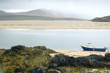 kyle: Old Boat in Kyle of Durness Balnakeil bay beach  Sutherland landscape, Highlands of Scotland, Uk, Europe  Ferry to Cape Wrath