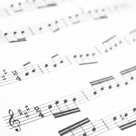 partition musique: Vieux feuille de musique imprimée ou de la photographie score de près notes de musique sur des portées Banque d'images