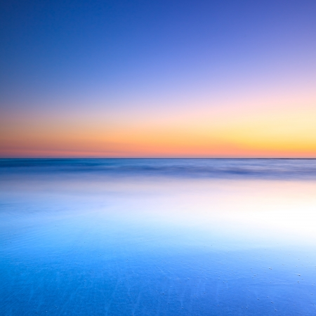White beach, blue ocean and clear sky  Twilight sunset on background 스톡 콘텐츠