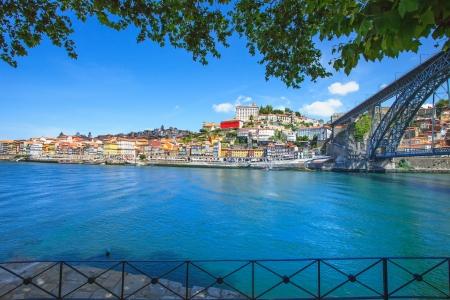 Oporto oder Porto Skyline der Stadt, Fluss Douro und Dom Luis oder Luiz Eisenbrücke Portugal, Europa