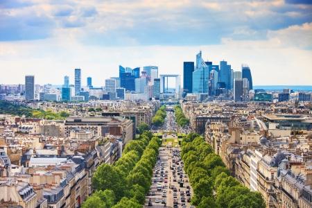 ラ ・ デファンスのビジネス エリアのラ グランデ Armee アベニュー アルク ドゥ トリオンフ パリ、フランス、ヨーロッパからの眺め 写真素材