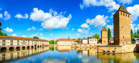 alsace: Strasbourg, towers of medieval bridge Ponts Couverts and reflection, Barrage Vauban  Alsace, France  Stock Photo
