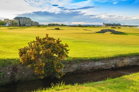 andrews: Golf St Andrews old course links, fairway and stone bridge on Hole 18  Fife, Scotland, Uk, Europe  Stock Photo