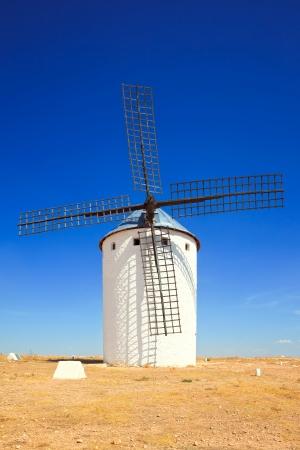 don quijote: Cervantes Don Quijote, molino de viento, Alcázar de San Juan, Castilla La Mancha, España, Europa Foto de archivo