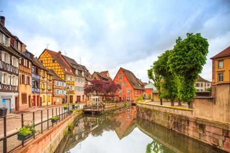 콜 마르, 쁘띠 베니스, 물 운하와 전통적인 다채로운 주택 알자스, 프랑스 긴 노출