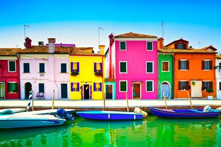 Venice landmark, Burano island canal, colorful houses and boats, Italy  Long exposure photography Éditoriale