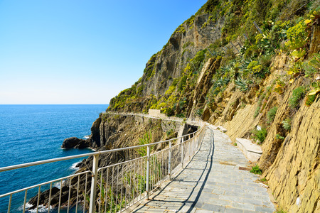 amore: Via dell Amore, The Way of Love, famous pedestrian street linking Manarola and Riomaggiore. Cinque Terre National Park, Liguria Italy Europe.