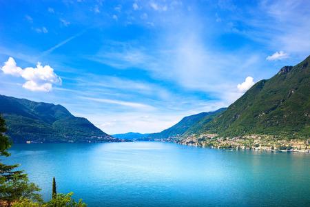 コモ湖の風景です。チェルノッビオ村、木、水、山々。イタリア、ヨーロッパ。
