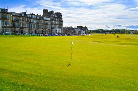 구멍 (18) 파이프, 스코틀랜드, 영국, 유럽 골프 세인트 앤드루스 올드 코스 링크, 페어웨이와 돌 다리.