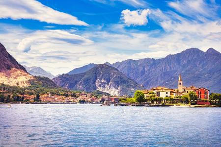 Isola dei Pescatori, Fischerinsel in Maggiore See, Borromean-Inseln, Stresa Piemont Italien, Europa. Langzeitbelichtung. Standard-Bild - 88843324