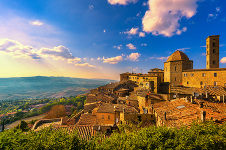 Tuscany, Volterra town skyline, church and panorama view on sunset. Maremma, Italy, Europe 免版税图像 - 91659228