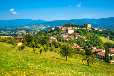 Poppi medieval village and castle panoramic view. Casentino Arezzo, Tuscany Italy Europe. Banco de Imagens
