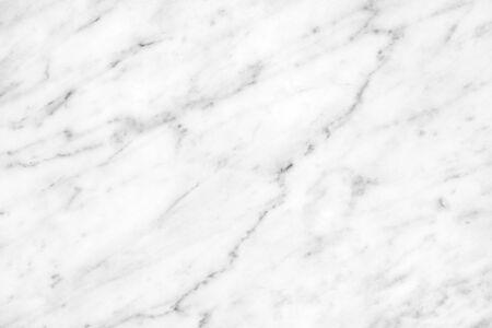 Naturalne światło z białego marmuru Carrara na biały blat w łazience lub kuchni. Tekstura i wzór w wysokiej rozdzielczości.