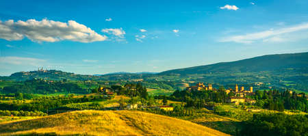 Certaldo Alto town and San Gimignano on background. Panoramic view. Florence, Tuscany, Italy. Birthplace of Boccaccio, Decameron author. 스톡 콘텐츠