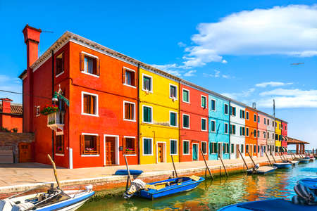 Burano island canal, colorful houses and boats in the Venice lagoon. Italy, Europe. 스톡 콘텐츠