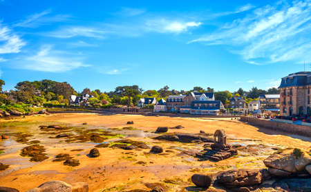 Saint Guirec bay beach in the morning. Pink granite coast, Perros Guirec, Brittany, France. Europe 스톡 콘텐츠