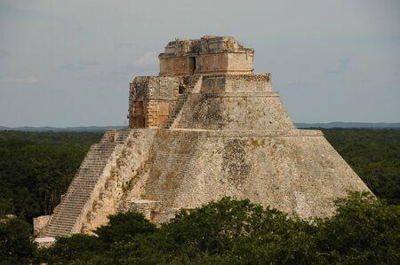 civilisation: main pyramid towers over the jungle canopy Stock Photo