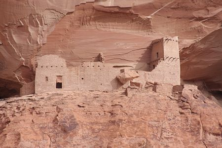 anasazi ruins: Ancient Anasazi Mummy Cave Ruins in Canyon de Celly National Park on the Navajo Reservation in Arizona