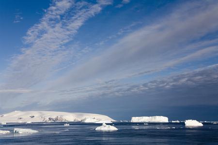 antarctic peninsula: Sea ice in the Weddell Sea off the Antarctic Peninsula in Antarctica